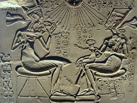 1200px-Akhenaten,_Nefertiti_and_their_children