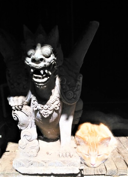 Re and the Gargoyle at rest