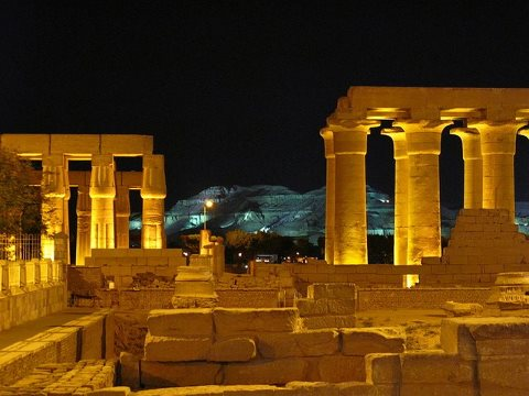 Luxor-Temple-at-Night