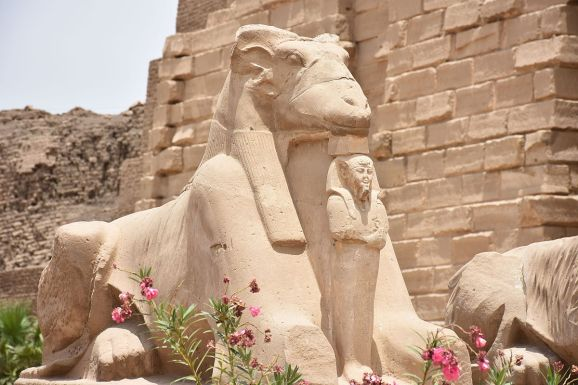 1200px-Amun_ram_statue_at_Karnak_Temple_in_Luxor