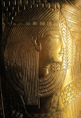 relief-of-head-in-gold-on-coffin